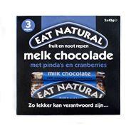 Eat Natural fruit en noot repen melkchocolade met pinda's en cranberries.