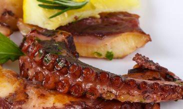 Рецепта за октопод на скара с марината от чесън и риган
