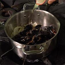 Lasaña de txangurro con caldo de mejillón de roca - Paso 3