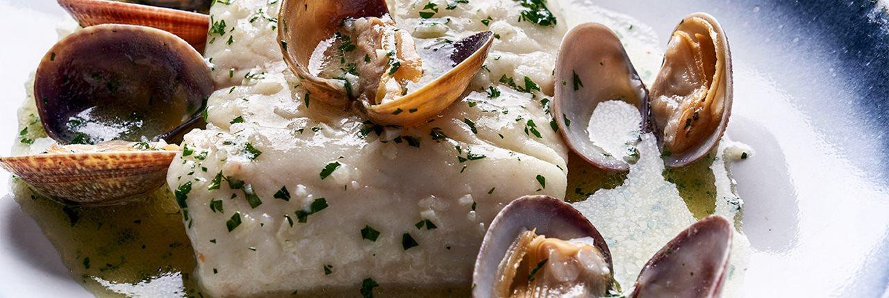 Merluza en salsa verde con almejas - Iñigo Lavado