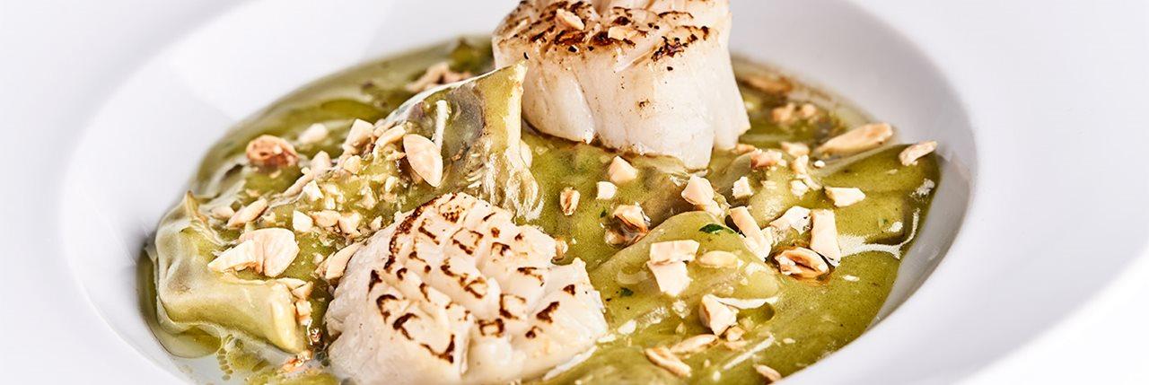 Guiso de alcachofas en salsa verde con vieiras - Fran Vicente