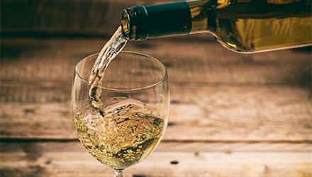Vinos blancos semisecos en Makro
