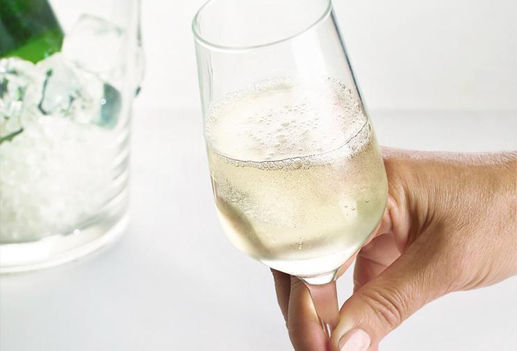 Vin blanc effervescent