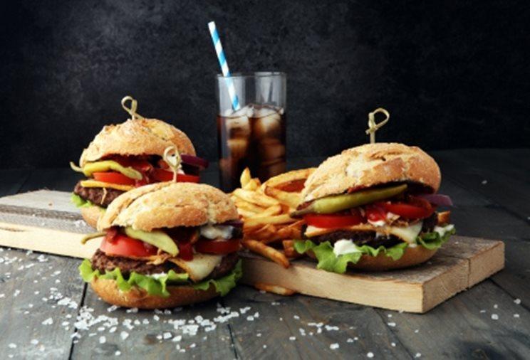 cheeseburger cu cola