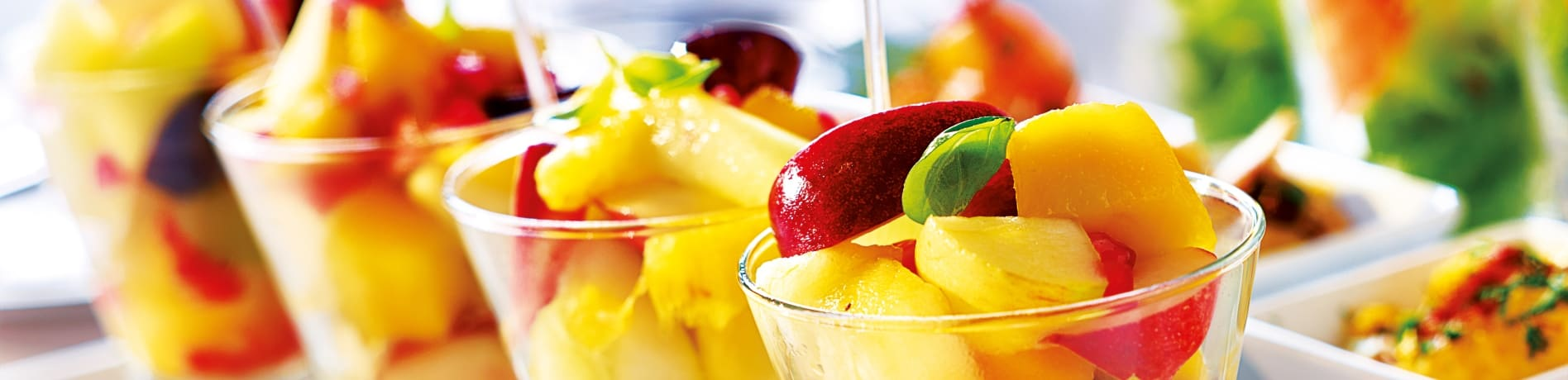 Fructe moldova salata in pahare din sticla