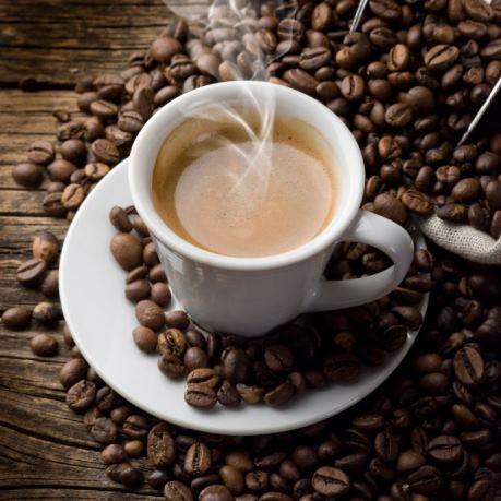 rioba cafea boabe pentru rasnita de cafea langa espresso in ceasca din vesela horeca