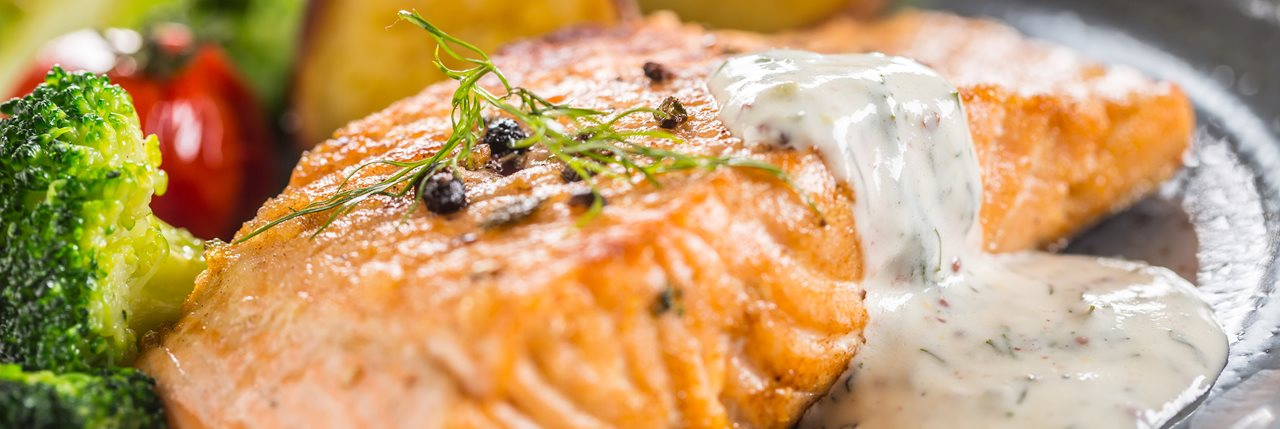 Стейки з лосося під соусом дорблю